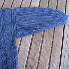 baby-trui-blauw-kabel-mouw-.jpg